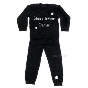 bedrukte-pyjama-baby-kind-naam-slaap-lekker-zwart