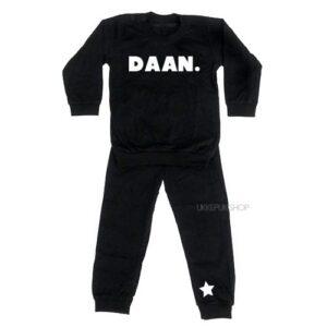 bedrukte-pyjama-baby-kind-naam-ster-zwart