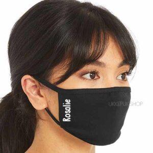 mondmasker-mondkapje-mondkap-gepersonaliseerd-naam-letter-initiaal-namen-verticaal-zwart