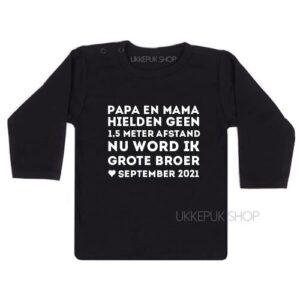 shirt-anderhalve-meter-1-afstand-corona-baby-coronababy-grote-broer-zwanger-zwangerschapsshirt-zwangeraankondiging-zwart
