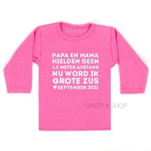 shirt-anderhalve-meter-1-afstand-corona-baby-coronababy-grote-zus-zwanger-zwangerschapsshirt-zwangeraankondiging-roze