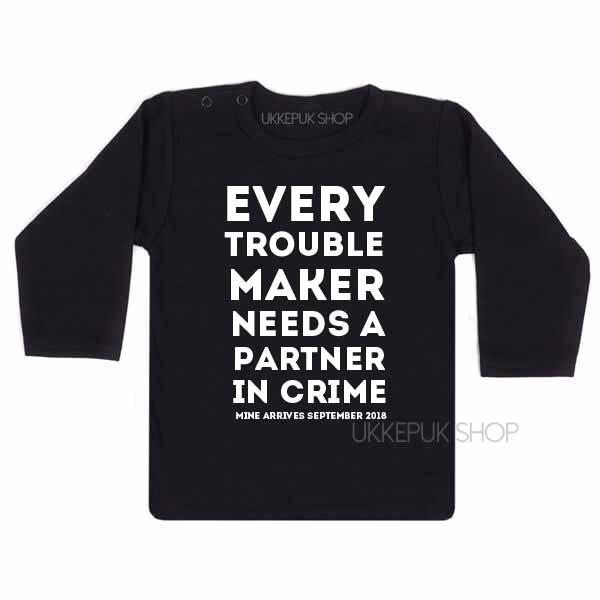 shirt-grote-boer-zus-zwangerschap-aankondiging-every-troublemaker-partner-in-crime-zwart-zwanger