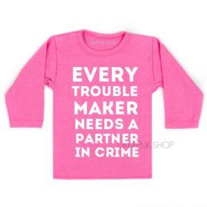 shirt-partner-in-crime-troublemaker-grote-broer-zus-kind-peuter-kleuter-roze