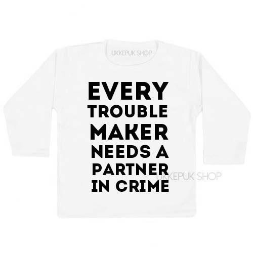 shirt-partner-in-crime-troublemaker-grote-broer-zus-kind-peuter-kleuter-wit